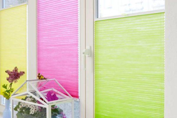 640w__autoh__u0__t1466143742__teba_wabenplissee_5811-gelb_5812-pink_5810-gruen_vs2_shooting_frische-farben